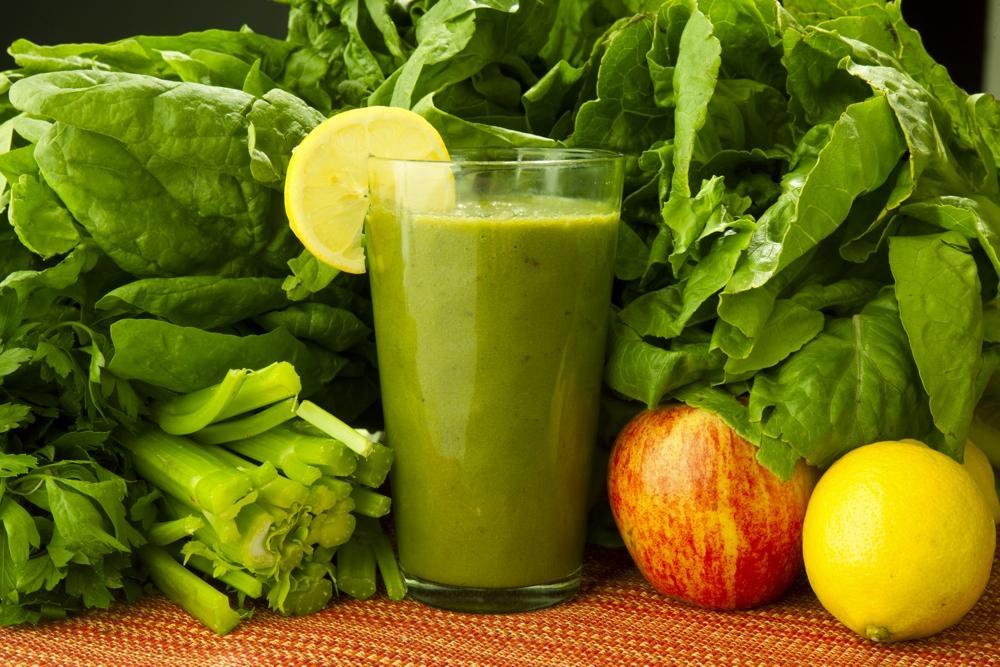 Зеленый сок в блендере King Mix