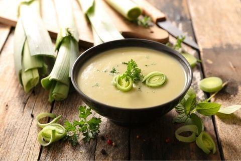 Весенний суп су-вид из зеленого лука