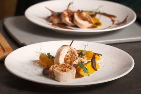 Рулет из кролика су-вид с морковным пюре и ореховым соусом