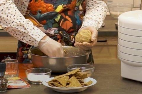 Хлебцы со вкусом хумуса + рецепт орехового молока