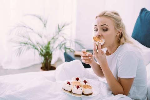 Питание без сахара: как побороть тягу к сладкому и чем заменить привычные лакомства
