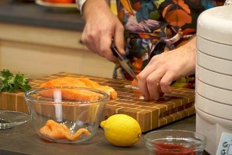 Рыбные джерки из лосося в дегидраторе