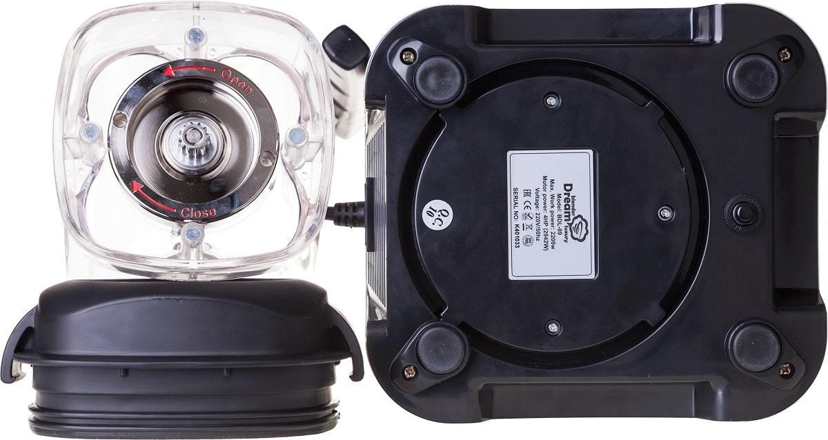 Специальные боковые отверстия в кувшине предотвращают попадание влаги в мотор