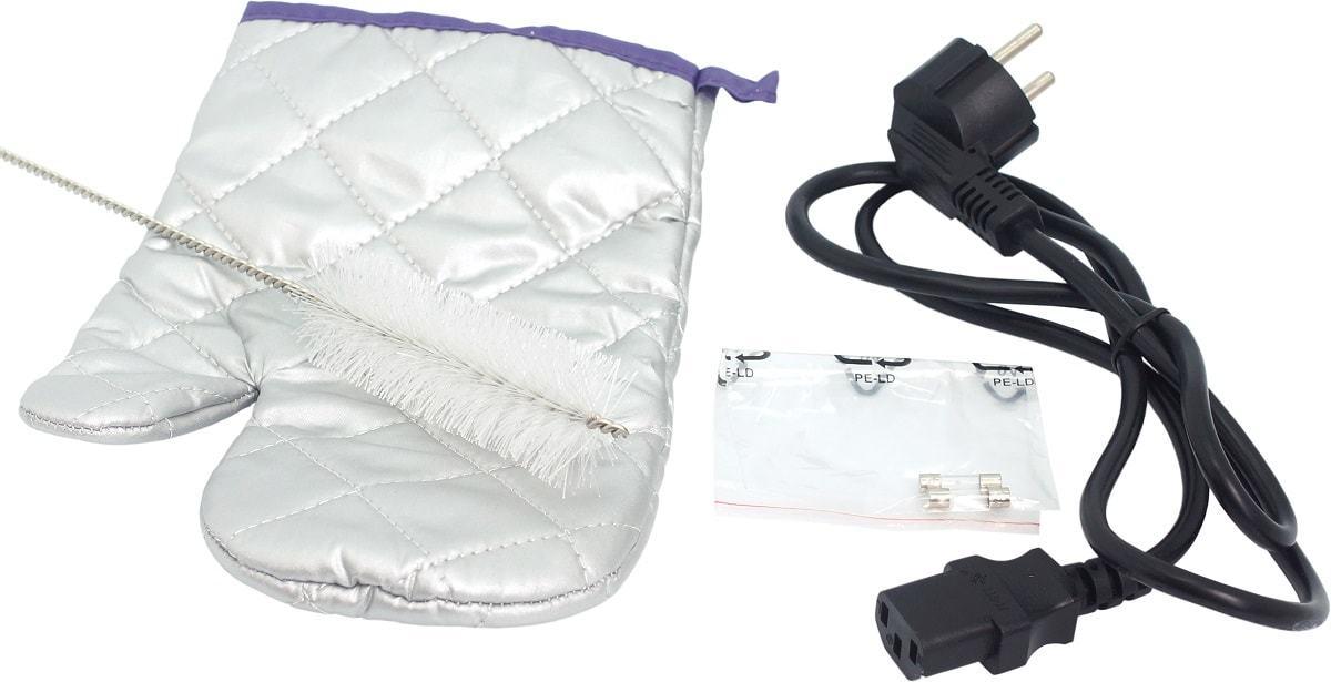 В комплект входят: защитная перчатка, щетка для чистки, защитные предохранители