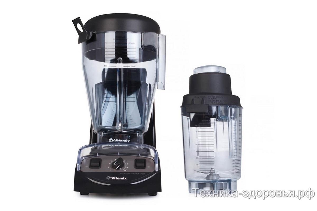 Комплектация блендера включает чаши на 5,7 л и на 2 л