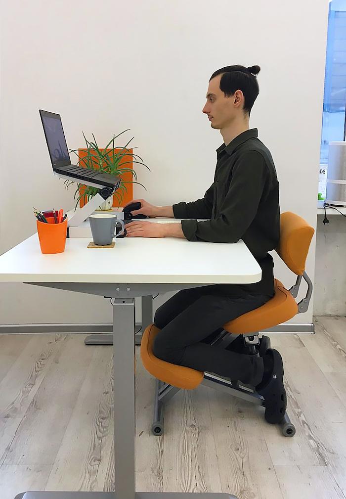 Стул коленный Smartstool KM01B (спинка + газлифт)